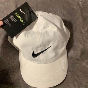 NWT Nike White Hat Dri-Fit